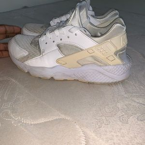 brand new cf791 90409 Nike all white Air huarache size 9